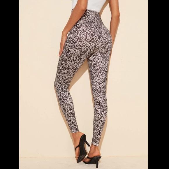 SHEIN Pants - Beautiful high waisted leopard print leggings!🐆